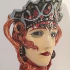 Renato Bertelli, Marchesa Casati in maschera di Medusa, 1920 circa, Ceramica invetriata con applicazioni di vetri tagliati a brillante, h 37 cm, Fabbrica Ceramiche Salvini Ro, Ferrara, Fondazione Cavallini