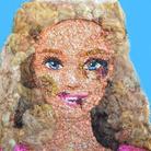 Barbie tumefatta, arte contro la violenza sulle donne