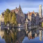 Il fascino di Bruges d'estate, tra musei, mulini e canali romantici