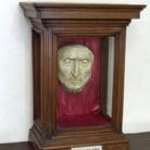 La maschera funebre di Dante esposta nella sua casa
