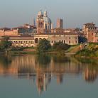 Guida di Mantova, gioiello scolpito sull'acqua