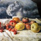 Giorgio de Chirico, Composizione di frutta con statua classica, olio su tela, 53 x 64 cm. Collezione privata