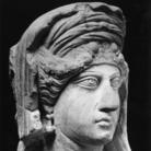 Ritratto femminile da rilievo funerario, Seconda metà II-inizi III secolo d.C., Calcare, 26 x 18 x 30 cm, Civico Museo Archeologico di Milano