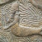 Rilievo sumero raffigurante Zagan, Dio dell'abbondanza e della fertilità, Circa III millennio a.C., Parigi, Louvre | Il mito di misteriosi esseri ibridi abitanti delle acque accomuna tutti i popoli del pianeta, il divino uomo-pesce dei Sumeri, Dagan o Oannes, in ebraico Dagon, adorato dai Fenici, divenne il leggendario Poseidone dei Greci e dei Romani