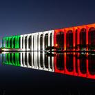 Il Tricolore illumina Palazzo Mondadori