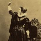 Adelaide Ristori, Maria Stuarda, 1855-1860 circa, Carte de visite di Disdéri & C., Paris Collezione Museo Nazionale del Cinema | Courtesy of Museo Nazionale del Cinema, Torino