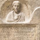 Stele della mima Bassillaù, Prima metà III secolo d.C. (tardo severiana), Calcare, 54,.5 x 14 x 94 cm, Museo Archeologico Nazionale di Aquileia | Foto © Gianluca Baronchelli