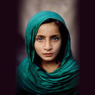 Steve McCurry. Una testa, un volto. Pari nelle differenze