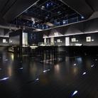 Sumida Hokusai Museum,Tokyo, Mostra permanente al 4° piano, con le repliche ad alta definizione delle opere di Hokusai e touch panel informativi per approfondire divertendosi la comprensione del legame con Sumida nella vita di Hokusai | Courtesy of The Sumida Hokusai Museum / Sumida Hokusai Museum Collection | © Forward Stroke