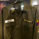 La camicia militare originale indossata da Elvis Presley durante il suo leggendario servizio di leva a Friedberg, in Germania (1958/1960)