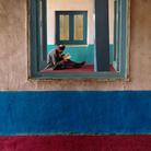 La passione universale per la lettura negli scatti di Steve McCurry