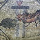 Mosaico della contesa tra il gallo e la tartaruga presso la Cripta degli Scavi ad Aquileia | Foto: © Gianluca Baronchelli