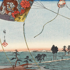 Utagawa Hiroshige, 28 – Fukuroi. I celebri aquiloni della provincia di Tôtômi, Dalla serie Cinquantatré stazioni di posta del Tôkaidô, 1848-1849 circa, Silografia policroma, 24.6 x 37.2 cm, Honolulu Museum of Art | Courtesy of Palazzo Reale, Milano 2016
