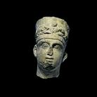 Frammento di rilievo funerario, Seconda metà II secolo d.C. Calcare rosato, 23 x 22 x 38 cm, Musei Vaticani | Foto © Gianluca Baronchelli