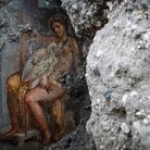 A Pompei tra sensualità e bellezza: riaffiora un affresco con Leda e il cigno