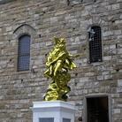 La statua di Jeff Koons lascia l'Arengario di Palazzo Vecchio
