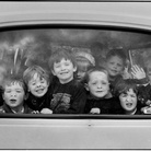 Elliott Erwitt. Fifty kids