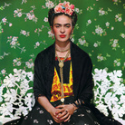Nickolas Muray, Frida Kahlo on White Bench,1939 | © Nickolas Muray Photo Archive