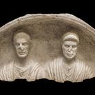 Stele con coppia di coniugi, Fine I secolo a.C. Calcare, 54 x 105 x 35 cm Museo Archeologico Nazionale di Aquileia | Foto © Gianluca Baronchelli
