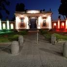 Il tricolore illumina la facciata di ingresso del Parco Archeologico di Ercolano