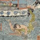 Utagawa Kuniyoshi, Asahina Yoshihide combatte con due coccodrilli nel mare nei pressi di Kamakura Kotsubo osservato da Minamoto Yoriie (Minamoto no Yoriie kō Kamakura kotsubo no umi yūran Asahina Yoshihide shiyū no wani o torau zu), 1843, Silografia policroma (nishikie), 79.5 x 39 cm, Masao Takashima Collection