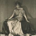Man Ray (1890 - 1976), Peggy Guggenheim, Parigi, 1924 ca., Stampa alla gelatina d'argento (cartolina) | Courtesy of Solomon R. Guggenheim Foundation, Venice Gift, Carla Emil and Rich Silverstein, 2011