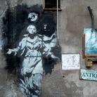 Una teca per proteggere l'opera napoletana di Banksy