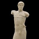 """Auriga di Mozia, 450-440 a.C. Marmo, h m 1,81. Provenienza: Mozia, zona K, scavi 1979 Mozia (TP), Museo """"G. Whitaker"""""""
