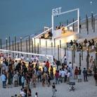 Una notte in spiaggia per la cultura