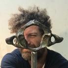 Davide Dormino: vi racconto il mio Atlante, la monumentale vertebra lungo la via Francigena