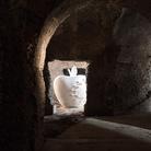 Una mela di Pistoletto spunta a Caracalla
