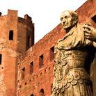 Passeggiata nel Quadrilatero tra rovine romane ed edifici medievali