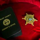La stella da sceriffo della Contea di Shelby (Tennessee), consegnata ad Elvis Presley a Graceland il 28 dicembre 1970 dallo sceriffo Roy Nixon