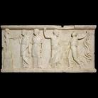 Rilievo con Bacco e seguaci, pannello in marmo, dalla Casa dei Rilievi dionisiaci, Ercolano, 1 secolo dC. © Soprintendenza Speciale per i Beni Archeologici di Napoli e Pompei