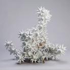 Andrea Salvatori, Il Caso di Pandora, 2016, Ceramica e porcellana,80 x 54 x 71 cm | Foto © Luca Nostri | Courtesy of Andrea Salvatori