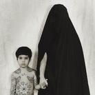 Shirin Neshat, Senza titolo, 1996, Gelatin silver print, 149 x 107 cm, Collezione Pierluigi e Natalina Remotti