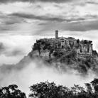 Fra Nuvole e Vento: Gente di Civita. Fotografie di Brian Stanton