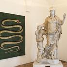 Pesci, serpenti, gatti acciambellati. A Palazzo Altemps l'universo onirico di Fornasetti