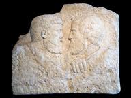 immagine di Rilievo con l'abbbraccio tra Pietro e Paolo