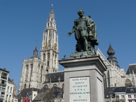 immagine di Groenplaats e statua di Pieter Paul Rubens