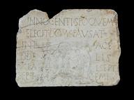 immagine di Lapide con scena di battesimo