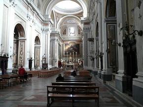 immagine di Transetto con affreschi e tele