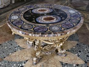 immagine di Tavolo circolare con piano in pietre dure
