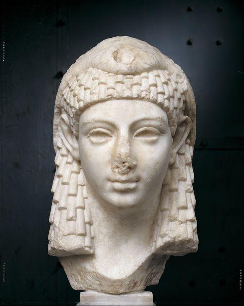 Testa ritratto di regina tolemaica età tolemaica, marmo pario, h 39 cm, Musei Capitolini, Centrale Montemartini, Roma