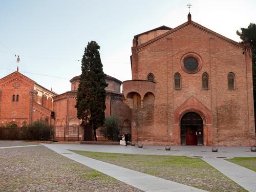 Vista frontale del Complesso di Santo Stefano, Bologna   Foto: vvoe