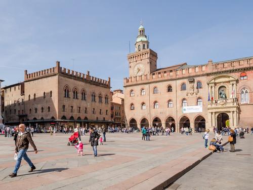 Il Municipio in Piazza Maggiore | Foto: Nattakit Jeerapatmaitree / Shutterstock.com