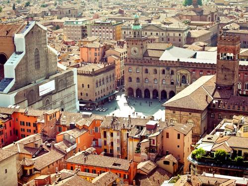 Piazza Maggiore vista dalla Torre degli Asinelli | Foto: Alexander Tolstykh <br />