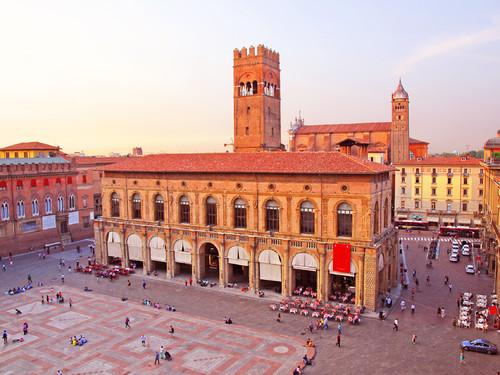 Il Palazzo Re Enzo in Piazza Maggiore | Foto: Claudio Zaccherini