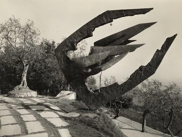 Marcello Guasti, Monumento ai Tre Carabinieri, Fiesole, cartolina del 1964