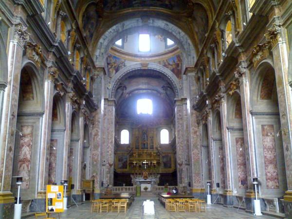 Balaustra e altare maggiore